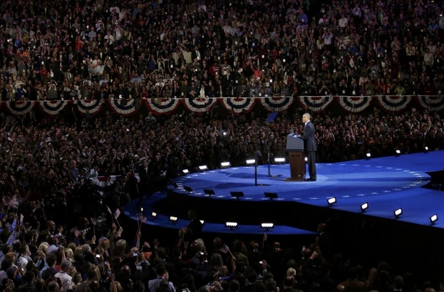 Барак Обама спечели втори мандат като президент на САЩ. Хиляди американци се насочиха към Белия дом или просто излязоха на улицата да ликуват  Снимки Ройтерс